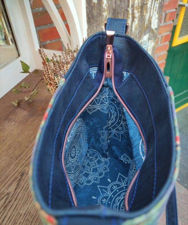 Kurk schoudertas blauw binnenkant
