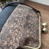 Kurk beugel tas met liefelijk kant patroon detail