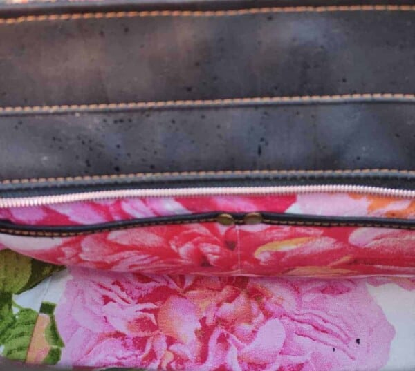 Handtas kurkleer, prachtig en uniek en maar 1 beschikbaar! binnenkant vakken