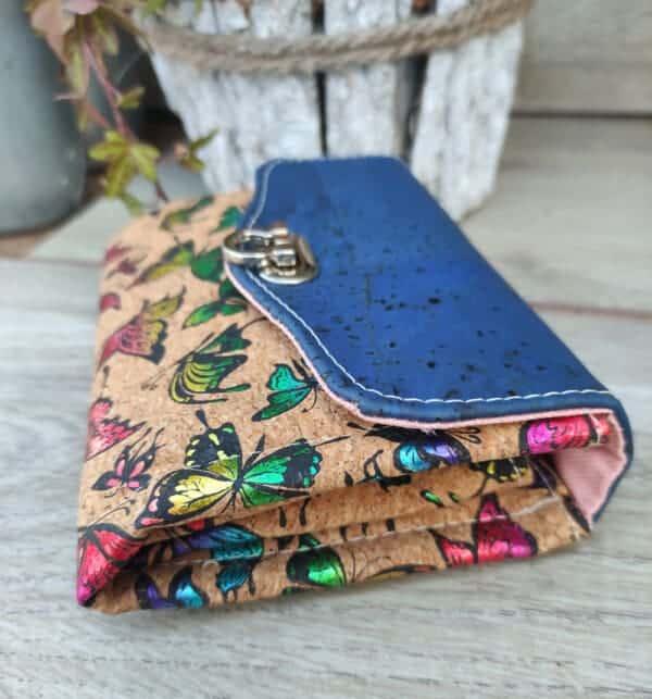 Kleine kurk portemonnee blauw met prachtige vlinders detail