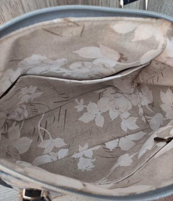 Schoudertas kurk met blauwe rozen die de tas zeker uniek maken binnenkant