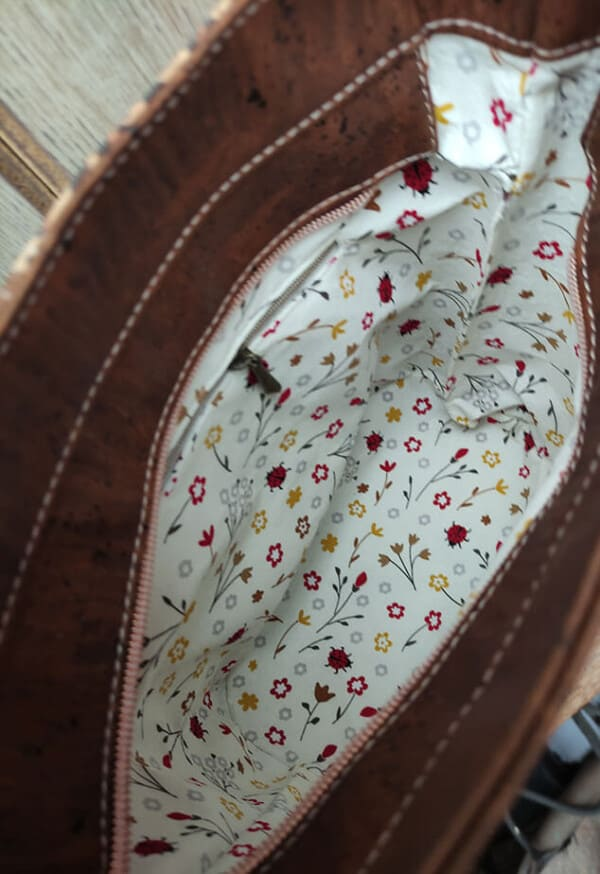 kurk schoudertas panterprint lichtbruin binnenkant